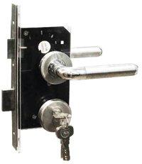 กุญแจมือจับฝังในบาน